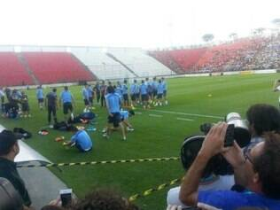 Treino do Uruguai em Sete Lagoas, na Arena do Jacaré, atraiu atenções de jornalistas e do público local
