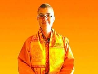 Swami Maitreyi Saraswati fez sua formação na Bihar School of Yoga, na Índia e trabalha com técnicas que envolvem  respiração, mantras e vibração sonora.