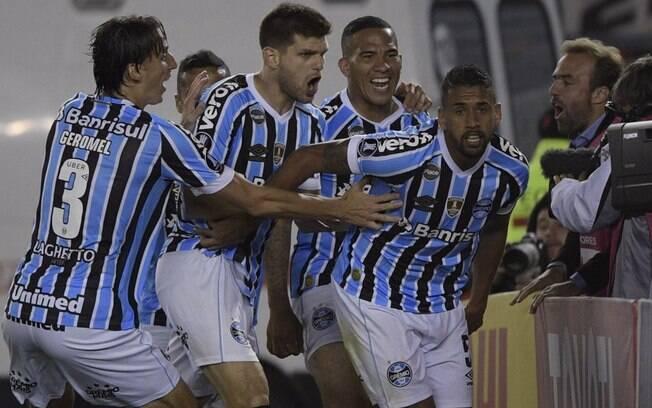 Voltando de lesão, Michel foi o autor do gol que deu vantagem ao Grêmio na semifinal da Libertadores