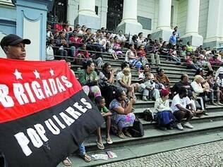 Processos. Moradores de ocupações da região Norte se reuniram, mais uma vez, na frente do TJMG, na avenida Afonso Pena, ontem
