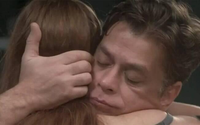 Jojo quer fazer o pai se envolver com Eliza