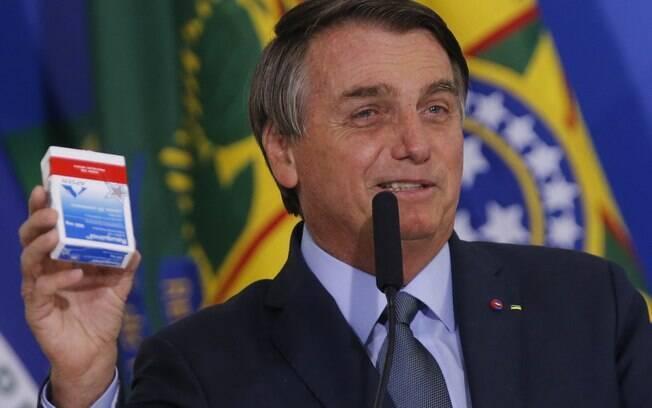Bolsonaro diz que 'no precisa ser muito inteligente' para saber que cloroquina trata Covid