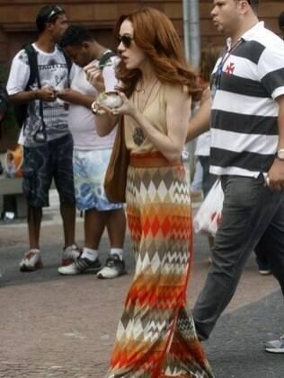 Enquanto Alexandre Borges tirava fotos com as fãs, Camila Morgado tomava sorvete no set de filmagem