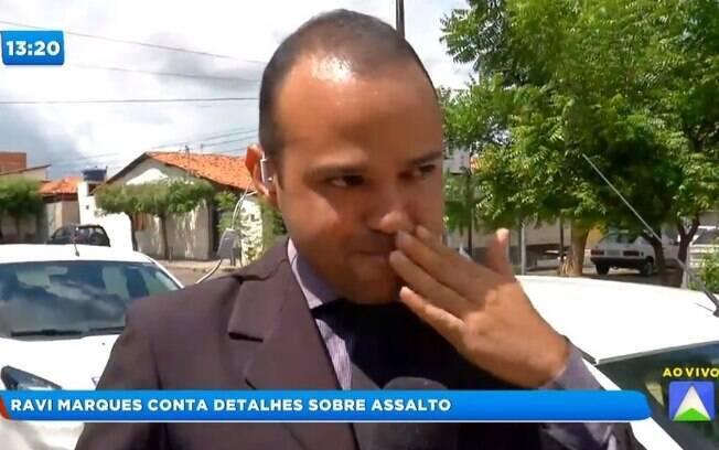 Repórter da Record TV se emociona ao relatar assalto