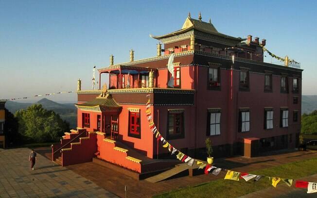 O Khadro Ling, sede do Chagdud Gonpa Brasil, fica em Três Coroas e é o primeiro templo tibetano tradicional da América Latina. Foto: Eduardo Barcellos
