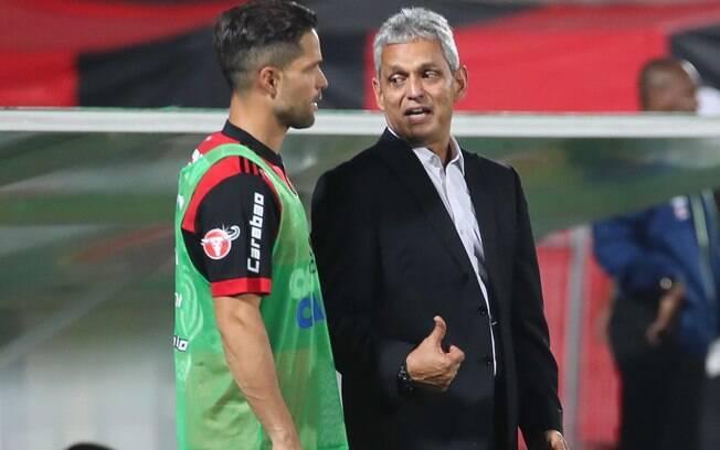 Reinaldo Rueda conversando com Diego no Flamengo