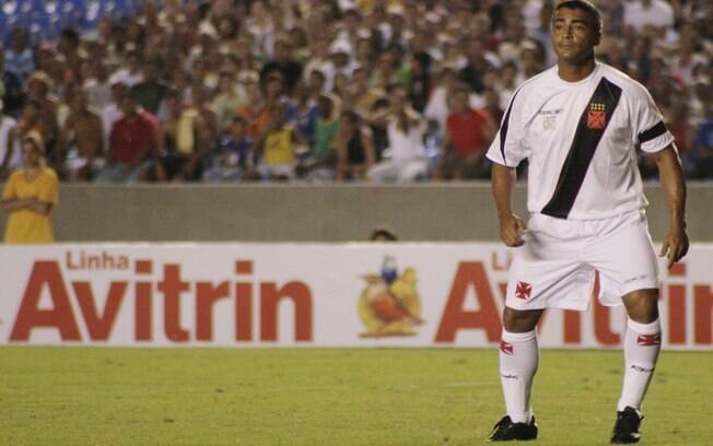 Romário em ação pelo Vasco, aos 41 anos, quando marcou seu milésimo gol