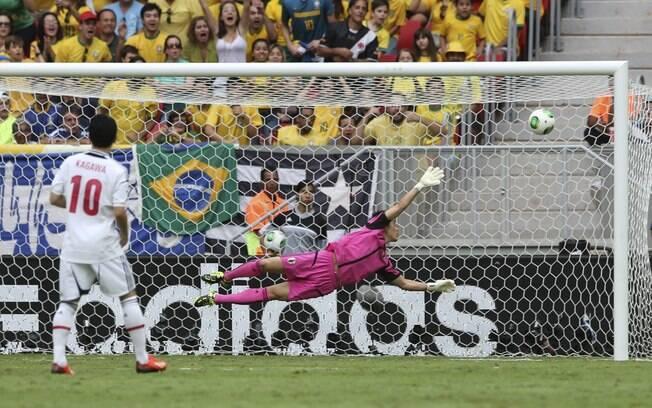 Chute de Neymar entrou no ângulo do goleiro  japonês