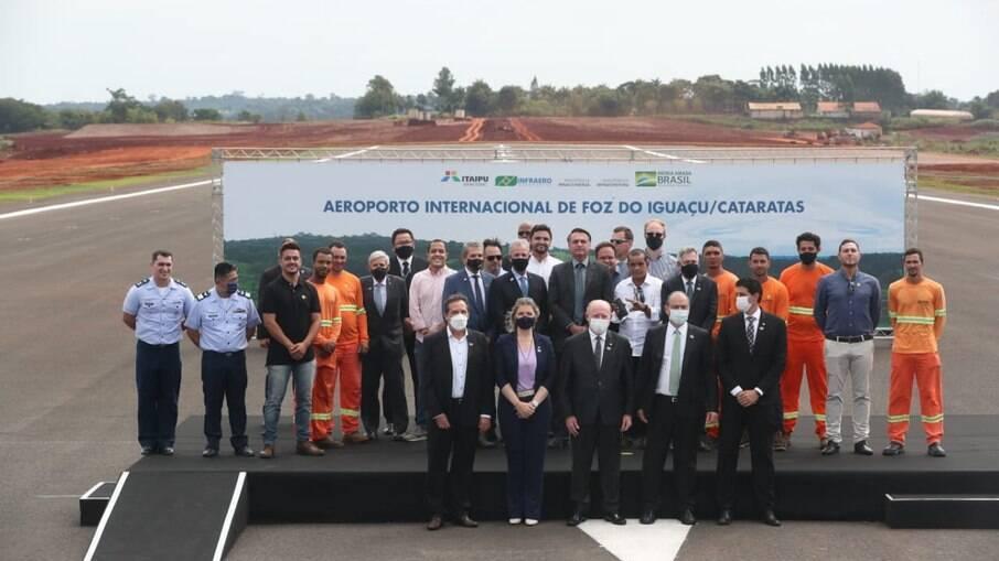 Bolsonaro se reuniu com autoridades municipais e estaduais do Paraná para a inauguração de obras no Aeroporto de Foz do Iguaçu