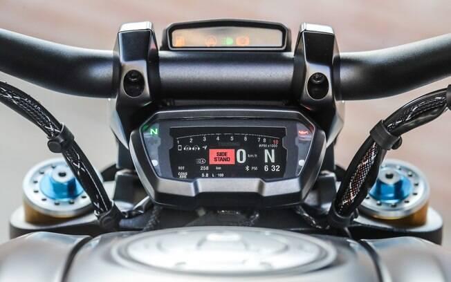 Com cluster digital e itens de auxílio de condução, seu motor potente não é algo indomável