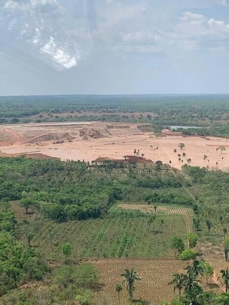 Foto aérea da barragem