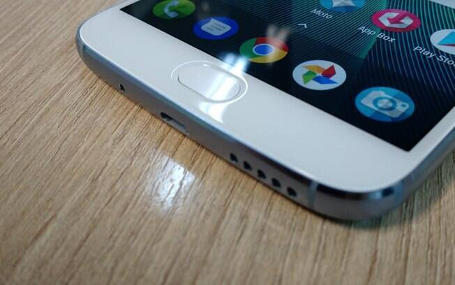 Moto G5S Plus tem suporte para TV digital, rádio FM e cartão microSD de até 128 GB