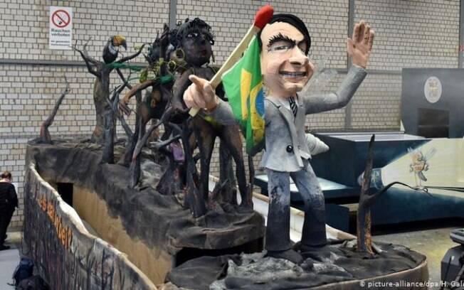 Bolsonaro figurará carro alegórico no Carnaval de Colônia, na Alemanha