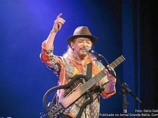 Em seu canal no YouTube, Geraldo Azevedo dá videoaulas para fãs interessados em aprender a tocar suas músicas