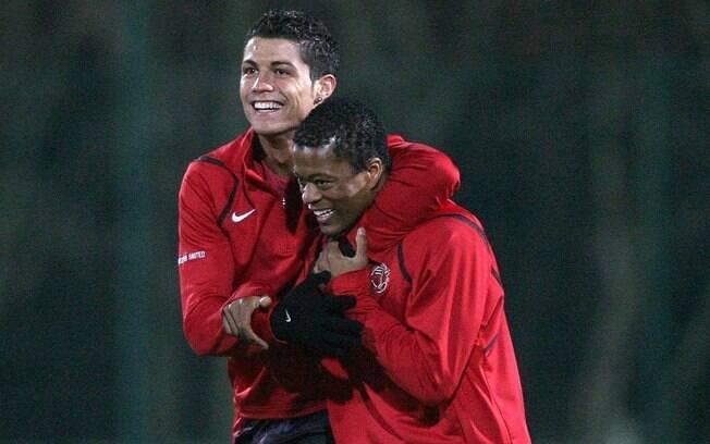 Cristiano Ronaldo e Evra jogaram juntos no Manchester United