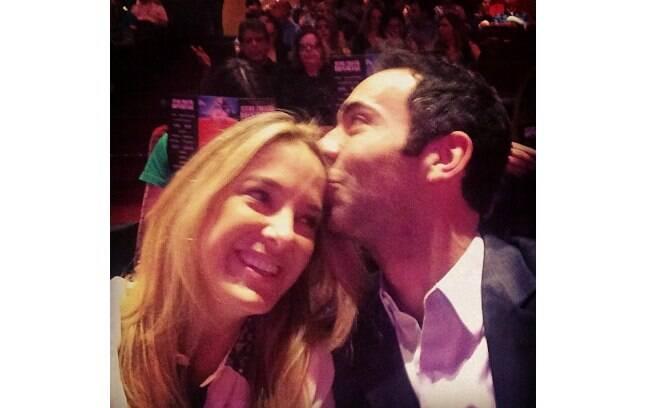 Ticiane compartilhou uma foto ao lado do namorado
