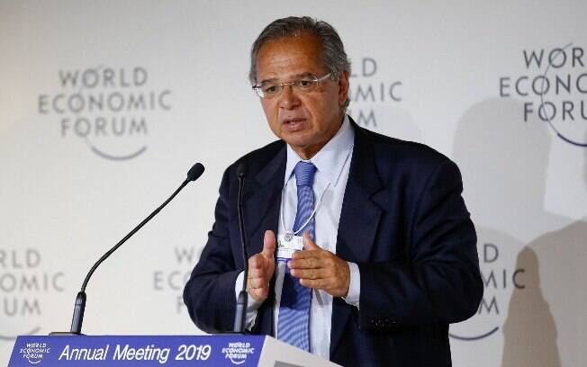 Quando estava em Davos, Guedes já havia revelado que estudava reduzir a alíquota dos impostos sobre as empresas