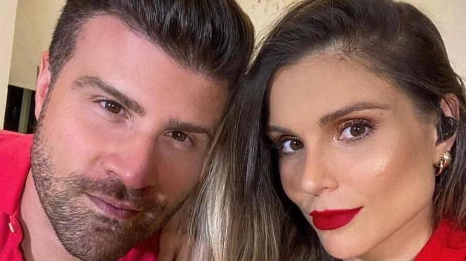 Marcelo Zangrandi e e Flávia Viana assumem apresentação do TV Fama