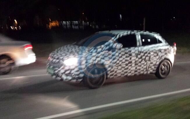 Renovado, o novo Chevrolet Onix e o sedã Prisma será apresentado até outubro, antes do Salão do Automóvel.