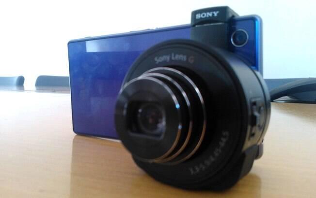 46c7ed4022d Acessório QX10 transforma Xperia Z1 em câmera digital com zoom óptico de 10x.  Foto