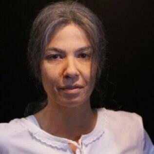 Luciana Gimenez caracterizada como uma mulher de 70 anos para