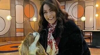 Ana Paula Padrão leva cão para gravação do