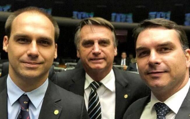 Eduardo, Jair e Flávio Bolsonaro.