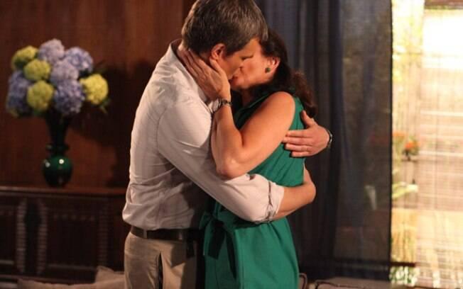 René beija Griselda: