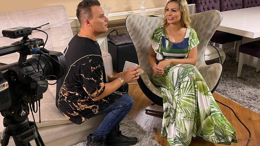 Andressa Urach em entrevista