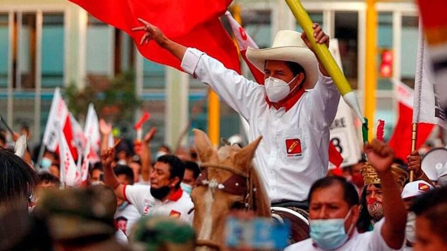 Pedro Castilho é eleito presidente do Peru