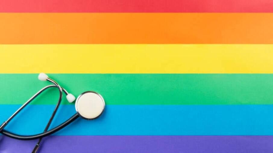 A grande maioria dos profissionais de saúde não recebe a devida instrução para lidar com a comunidade LGBTQIAP+
