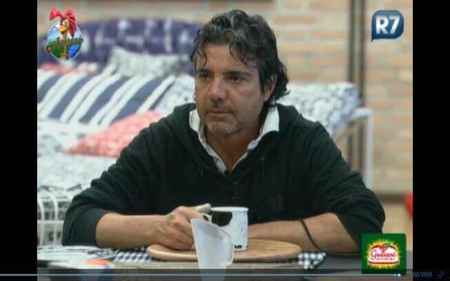 João Kleber conversa com Gui Pádua no café da manhã