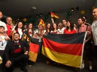 Esportes - Copa - Belo Horizonte - MG Alemaes e alguns portugueses assistem jogo entre Alemanha e Portugal no bar Krug Bier em Belo Horizonte  FOTO: FERNANDA CARVALHO / O TEMPO 16.6.2014