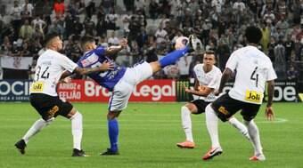 Corinthians marca no fim e arranca empate contra Santo André