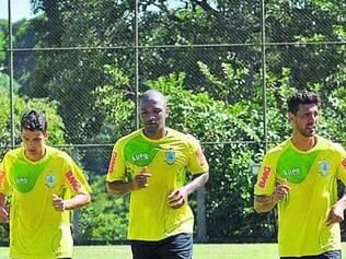 Rodrigo Silva (centro) já trabalhou com o técnico Givanildo Oliveira