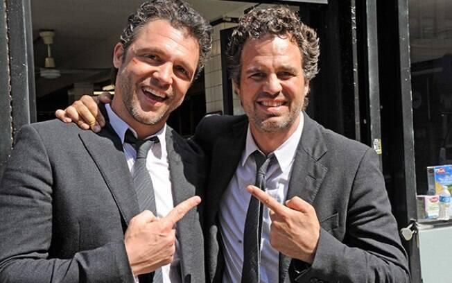 Mark Ruffalo e o dublê Anthony Molinari durante as filmagens Truque de Mestre