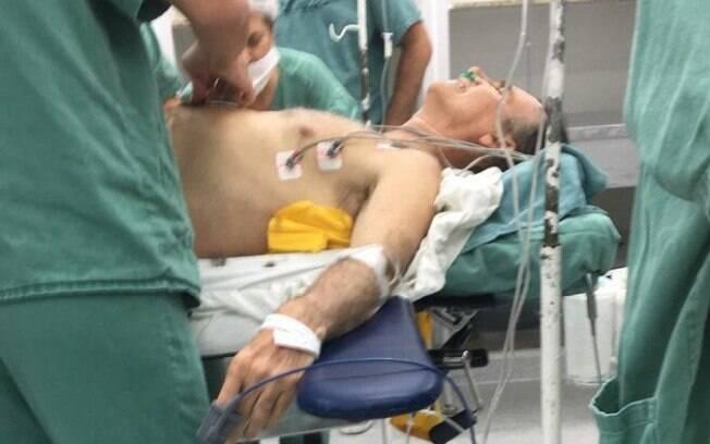 Jair Bolsonaro na mesa de cirurgia. Foto: Twitter