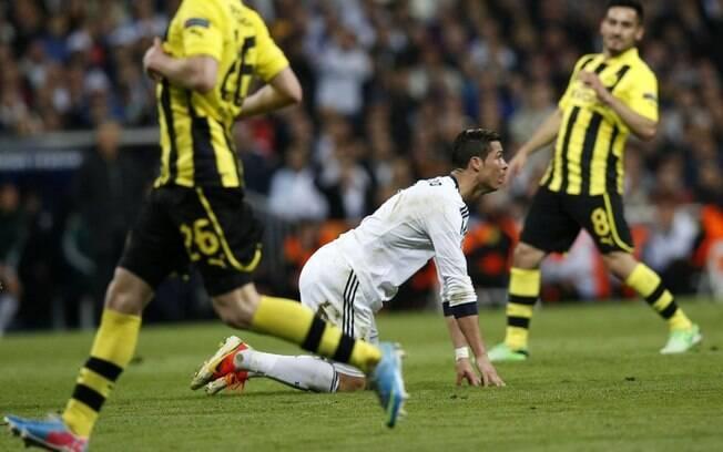 Cristiano Ronaldo perde chance durante o  primeiro tempo no Santiago Bernabéu