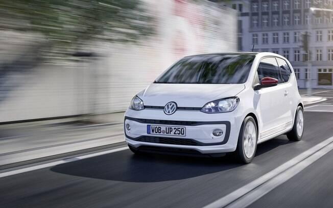 Redesenhado na Europa, o Volkswagen Up! teve mudanças pontuais no design externo, como os novos para-choques e setas integradas nos retrovisores.