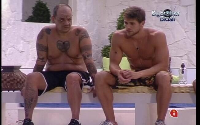 Jonas e Rafa elogiam a força de vontade de João Carvalho depois que parou de fumar