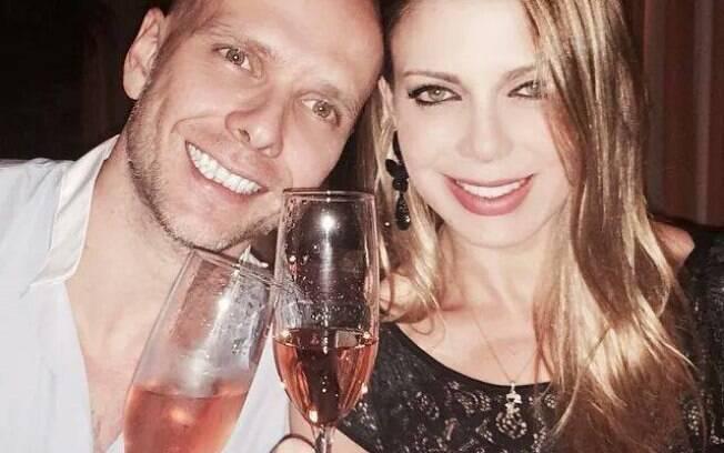 Fernando Scherer e Sheila Mello comemoram quatro anos de casados