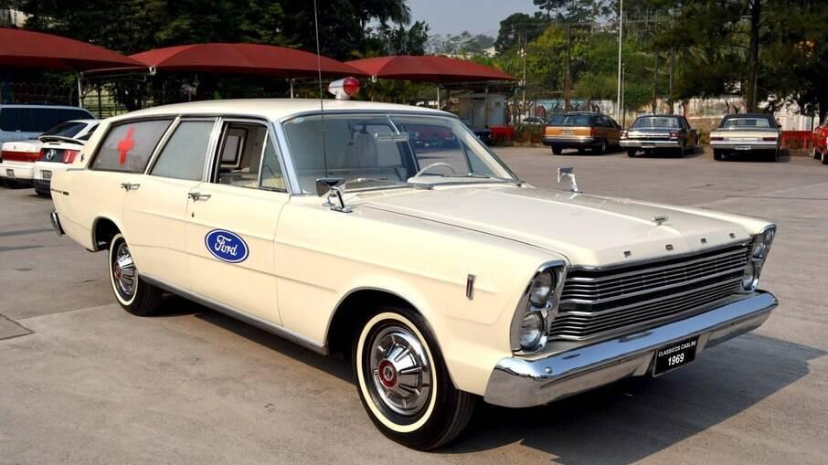 A Ford fez a rara versão perua ambulância logo no lançamento do sedã.