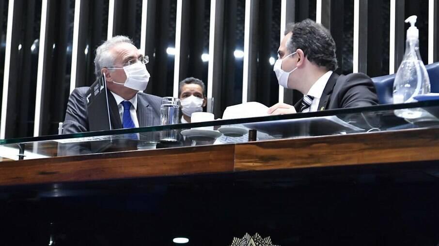 O relator da CPi da Covid, Renan Calheiros, e o presidente do Senado, Rodrigo Pacheco