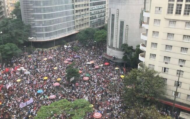 Protestos contra Bolsonaro aconteceram em 12 estados brasileiros. Na foto, manifestação contra o deputado em BH