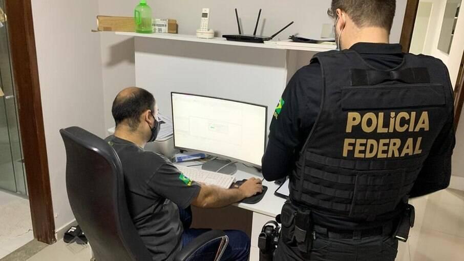 Polícia Federal em operação que prendeu hacker em Uberlândia (MG) — Foto: PF/Divulgação