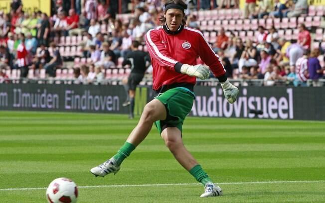 Cássio, de 24 anos, defendeu o PSV Eindhoven  e chega para substituir Renan