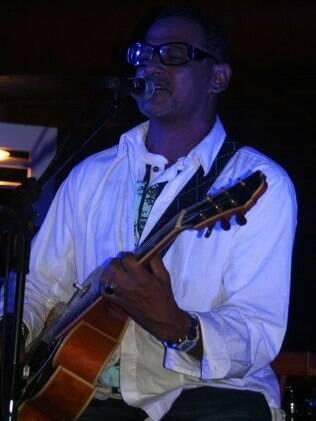 Cláudio Zoli canta seus hits para a plateia vip