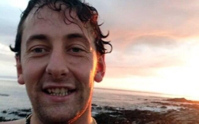 Darren Bray morreu depois de tentar engolir cheeseburger de uma única vez em 'desafio'
