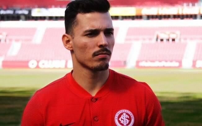 Zeca rescinde contrato com o Internacional e deve assinar com o Vasco até o fim da temporada