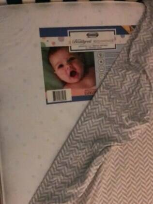 etiqueta do colchão com rosto de bebê